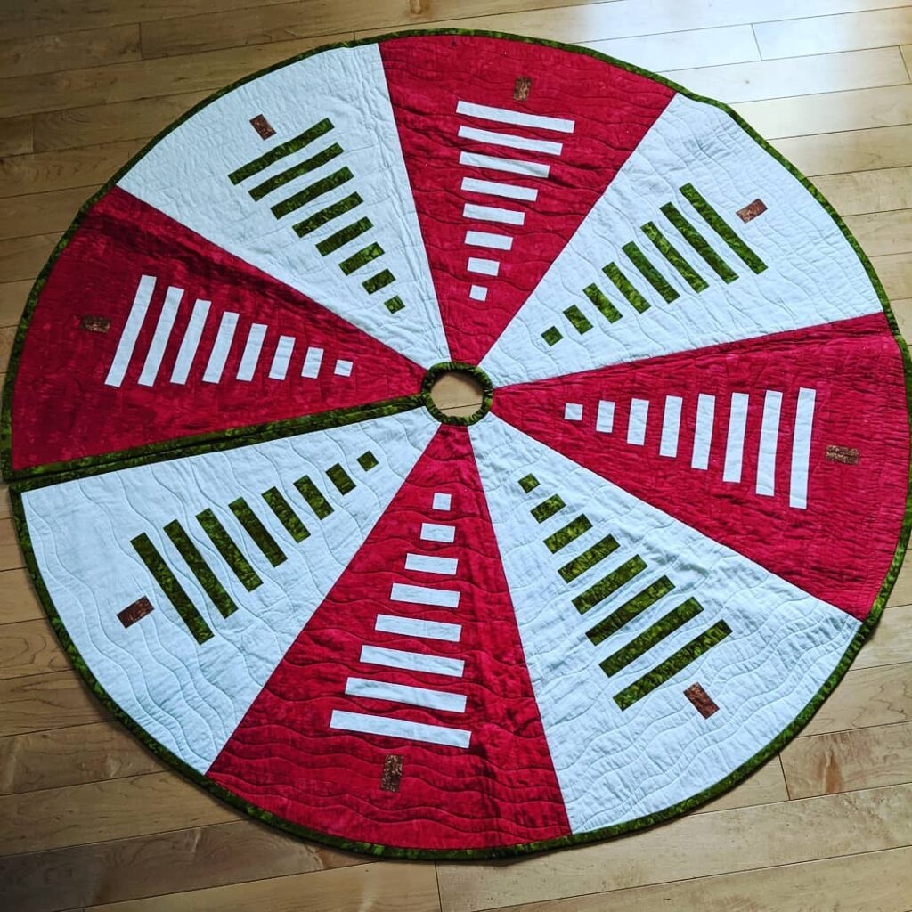 My tree skirt, made by my sister @lovemombo, a few years ago for my July birthday, is ready to put in place as soon as the decorating is finished. We