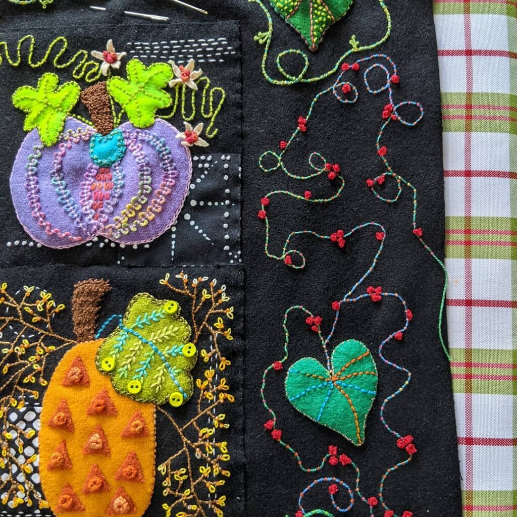 Almost finished with the border on my Squash Squad project with @suespargo. I may have gone a little overboard with all the extra stitching but I was enjoying the process.